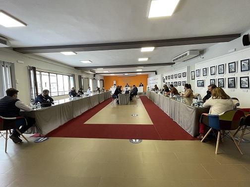 El Pleno Municipal de Andújar aprueba una moción para demandar a la Junta de Andalucía la mejora de las condiciones laborales de los empleados del Servicio de Ayuda a Domicilio.
