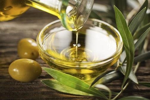 El Ministerio de Consumo defenderá en NutriScore los beneficios nutricionales del aceite de oliva.