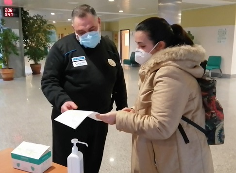 Los hospitales de la Agencia Sanitaria Alto Guadalquivir implantan nuevas normas de acceso y acompañamiento de pacientes más estrictas.