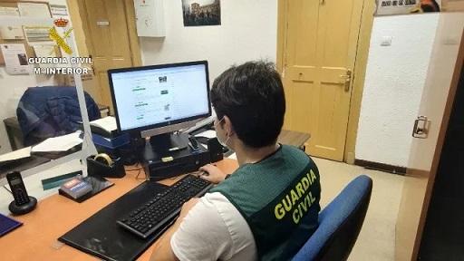 """La Guardia Civil, en el marco de la Operación """"FAKETRIP"""", investiga a una persona como presunta autora de un Delito de Estafa Continuada."""