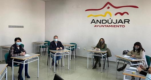 El concejal de Formación, Pedro Luis Rodríguez, visita en Andújar el desarrollo del Programa Andalucía Orienta.