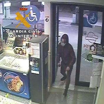 La Guardia Civil ha detenido a dos personas como presuntas autoras de tres Delitos de Robo en Gasolineras.