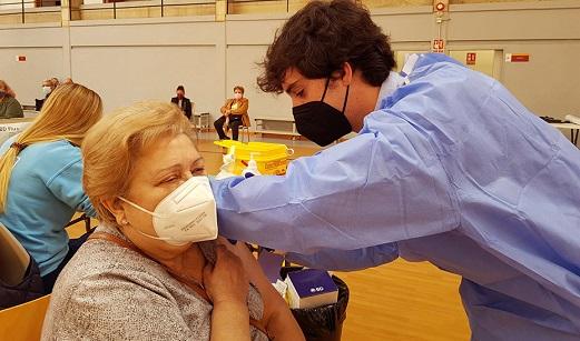 Andalucía amplía la búsqueda telefónica a personas de 75 a 79 años aún sin vacunar contra el Covid-19.