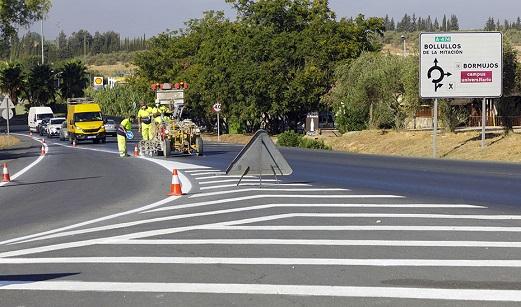 La Junta refuerza con 3,7 millones de euros el repintado de la red de carreteras de Andalucía.
