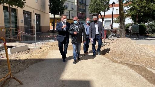 El diputado de Infraestructuras Municipales visita obras que financia la Diputación en distintas calles de Andújar.