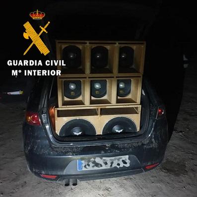 La Guardia Civil formula más de 60 propuestas de sanción, en el desalojo de una fiesta ilegal en un cortijo de Porcuna.