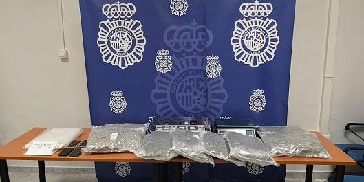 La Policía Nacional detiene en Jaén a dos personas con más de ocho kilos de cannabis.