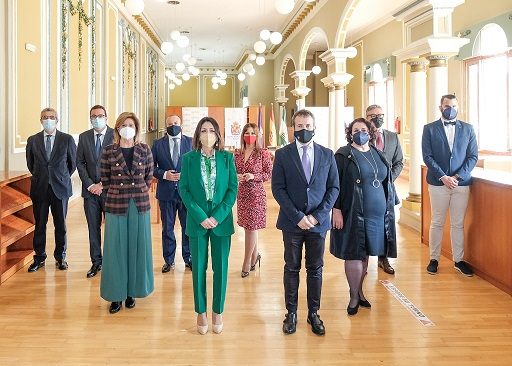 La Mesa del Parlamento aprueba en su reunión en Jaén una declaración institucional de apoyo a la provincia.