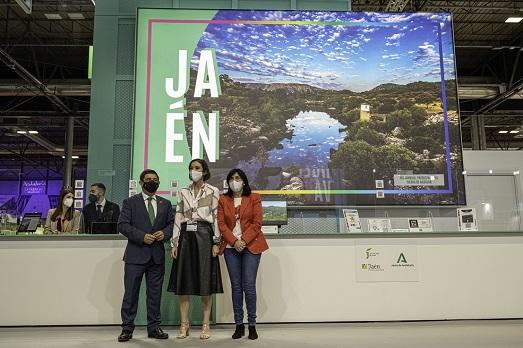 La ministra de Turismo visita el estand de la provincia de Jaén en Fitur 2021.