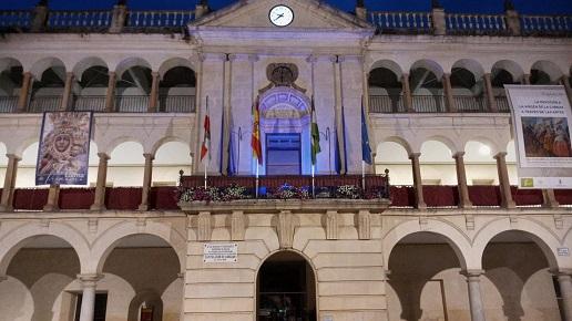El Ayuntamiento de Andújar se tiñe de azul con motivo del  Día de Europa.
