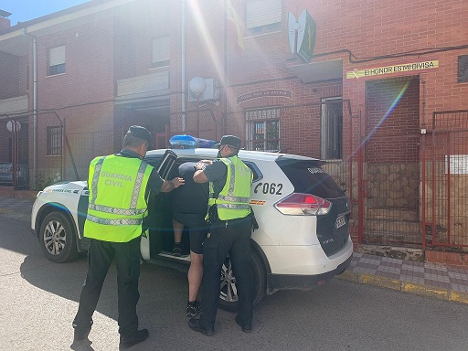 La Guardia Civil ha detenido a dos personas, como presuntas autoras de un Delito de Robo con Violencia e Intimidación.