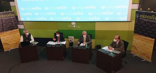 Soledad Aranda destaca la aportación del simposium de Expoliva a la innovación del sector del olivar.