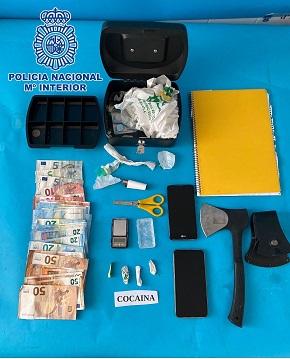 La Policía Nacional desmantela en Linares dos puntos negros de venta de estupefacientes en sendas operaciones antidroga.