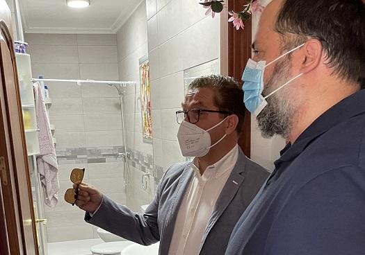 Más de medio centenar de solicitantes reciben las subvenciones para la rehabilitación de vivienda del Ayuntamiento de Andújar.