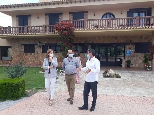 Turismo destaca las ayudas Pymetur como un incentivo para mejorar y relanzar el sector.