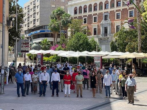 El PP de Jaén recoge alrededor de 5.000 firmas en una semana contra los indultos.