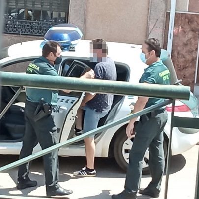 La Guardia Civil ha detenido a una persona como presunta autora de los Delitos de Extorsión, Estafa y Amenazas.