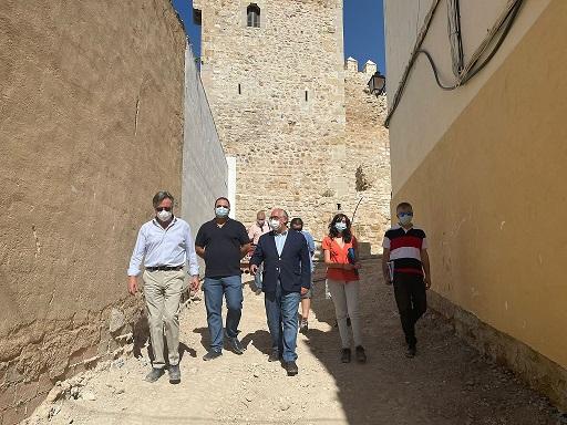 Fomento destaca el avance de las obras para remodelar el entorno del Castillo de Martos.