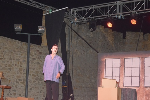 El Castillo de Lopera acogió el espectáculo teatral «Espíritu», escrito y protagonizado por Santi Rodríguez.