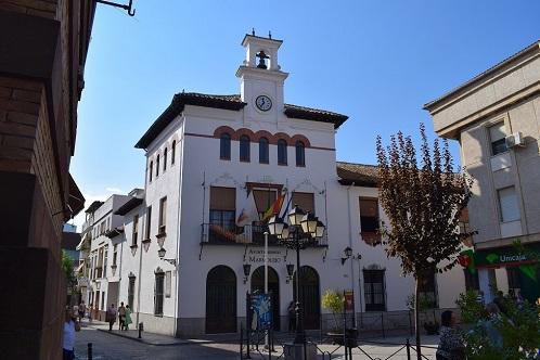 """El Ayuntamiento de Marmolejo se suma a la iniciativa ciudadana """"baja los plomos"""" para protestar contra las eléctricas por la subida de la factura de la luz."""