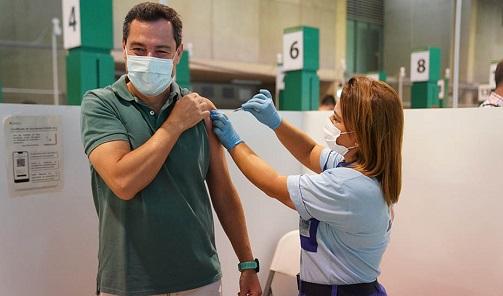 Juanma Moreno anuncia una campaña de vacunación masiva para llegar a los 750.000 andaluces sin ninguna dosis.