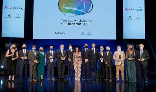 Juan Marín resalta el esfuerzo de los profesionales del turismo para situar a Andalucía líder tras un duro año.