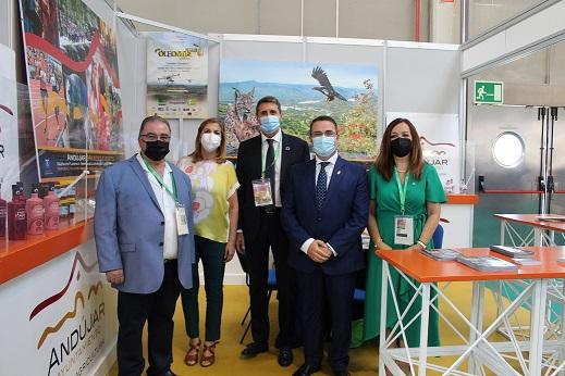 El Ayuntamiento muestra en Expoliva productos relacionados con la olivicultura de empresas de Andújar.