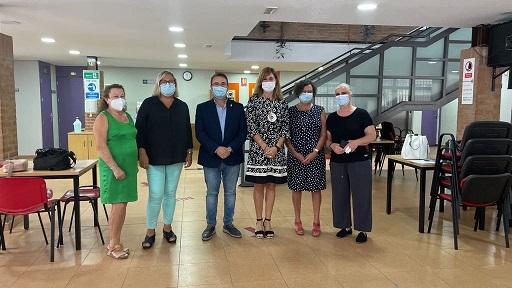 La delegada de Igualdad visita el Centro de Participación Activa de Andújar.