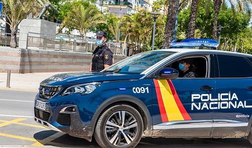 Muere un trabajador tras precipitarse desde el tejado de una nave en Jaén.