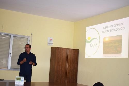 """Las instalaciones de la Cooperativa de Aceite """"Desarrollo Loperano"""" acogió una charla informativa sobre olivar ecológico."""