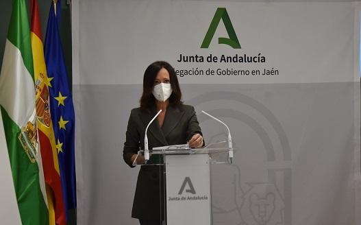 Maribel Lozano subraya el compromiso del Gobierno andaluz con el mantenimiento del empleo y la recuperación económica provincial.