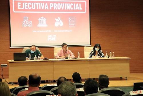 """Reyes denuncia que """"Moreno Bonilla está atacando los cimientos de un sistema público que ha costado mucho esfuerzo crear en Andalucía""""."""