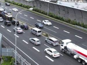 高速道路の渋滞 キャンピングカーレンタルで行こう