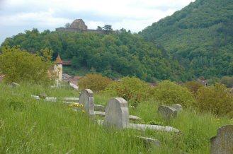 Friedhof angrenzend