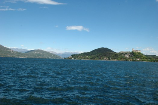 Blick von Arona auf den Lago Maggiore