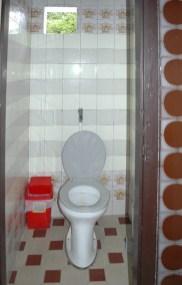 Toiletten manchmal mit Papier