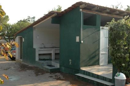 Veraltetes Sanitärgebäude am Camping Zlokovic