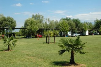 Lake Shkodra Resort, gepflegte Rasenflächen