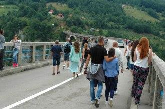 Von der Brücke eine der wenigen Ausblicke auf die Tara