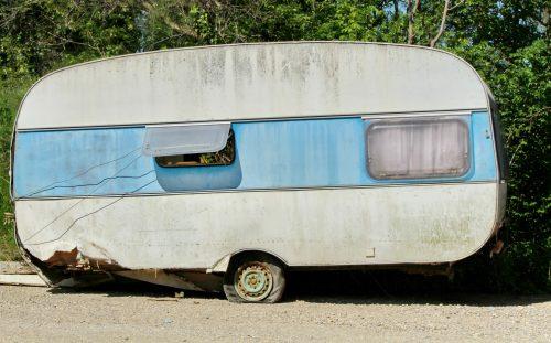 VRAKPANTEN FRISTER: Det er 3000 kroner å tjene på å levere inn den gamle campingvogna. Mange har allerede benyttet seg av den forholdsvis nye ordningen. (Foto: Colourbox)