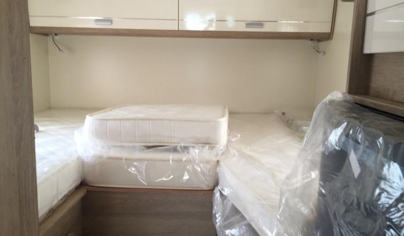 PLA Happy 395 – Profilé lits jumeaux + lit pavillon électrique full