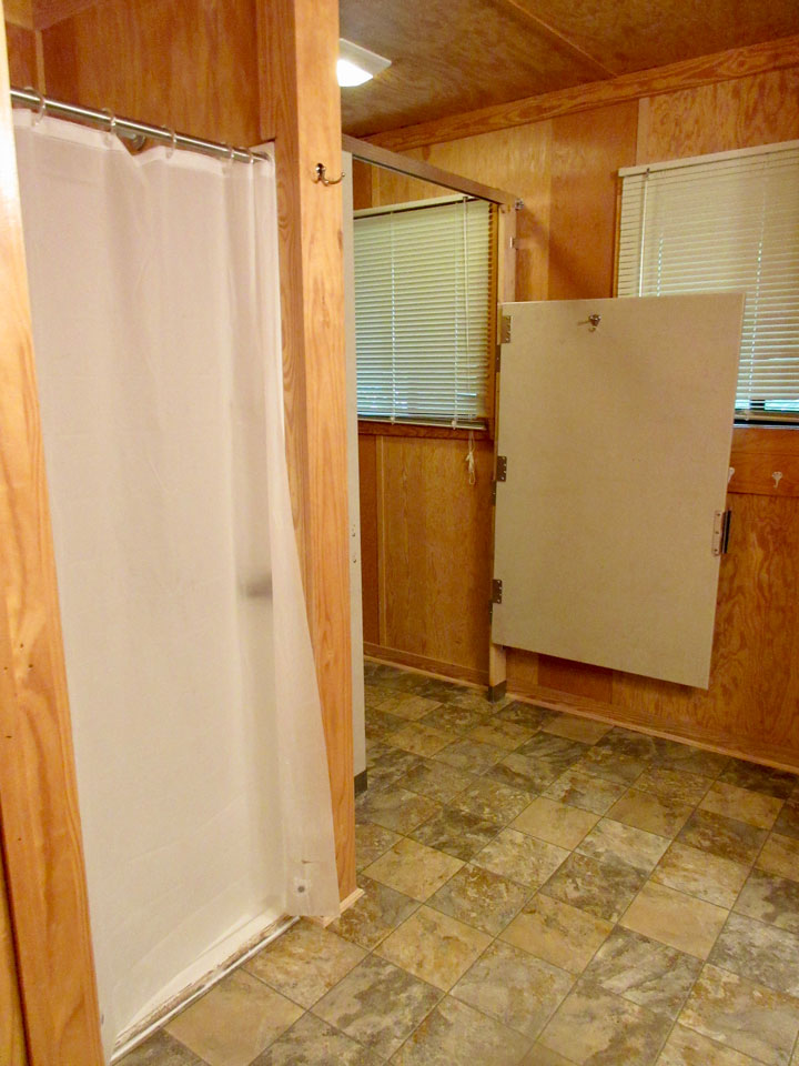 Camp Oak Hill Cabin Bathroom 2