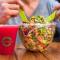 Salada bowl com suco vermelho Green Station