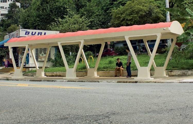 Ponto de ônibus do bairro da Lapa é único sobrevivente da década de 1960 (Foto: Rafael Munhoz / Autoesporte)