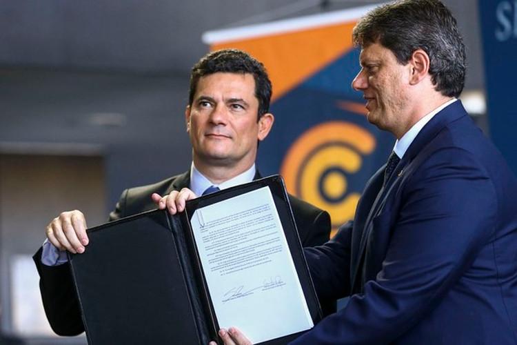 As novas normal de recall foram assinadas pelos ministros Sérgio Moro e Tarcísio Freitas em evento (Marcelo Camargo/Agência Brasil)