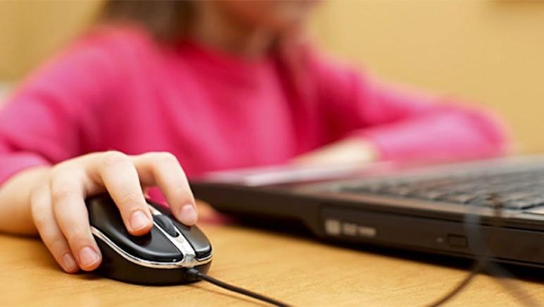 Resultado de imagem para Dia da Internet Segura alerta para cibercrimes contra crianças