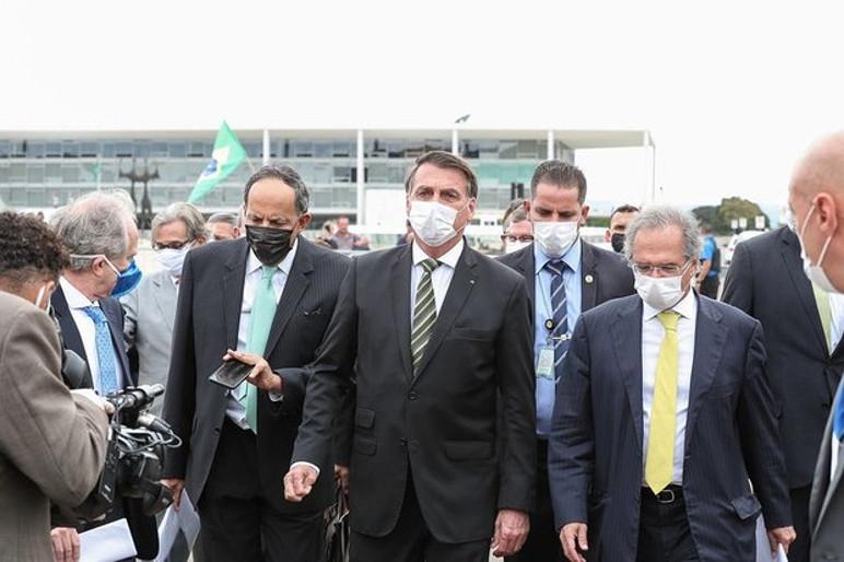 Presidente Jair Bolsonaro se dirige ao STF para audiência com representantes da indústria (Foto: Agência Brasil)