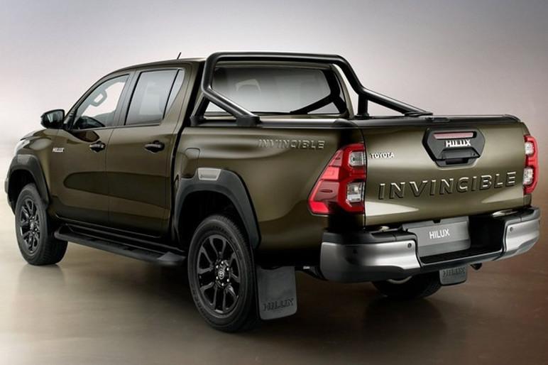 """Toyota Hilux 2021: as lanternas têm um novo desenho interno, que lembra a forma de um """"3"""" (Foto: Divulgação)"""