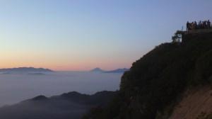 燕岳から富士山、100キロ以上離れても見える威容