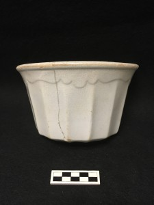 """Scalloped Decagonal"" serving dish. Most likely made by Davenport but no makers mark present. Image source: Lisa Bright"